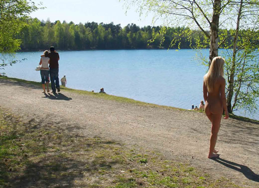 caminando desnuda-18