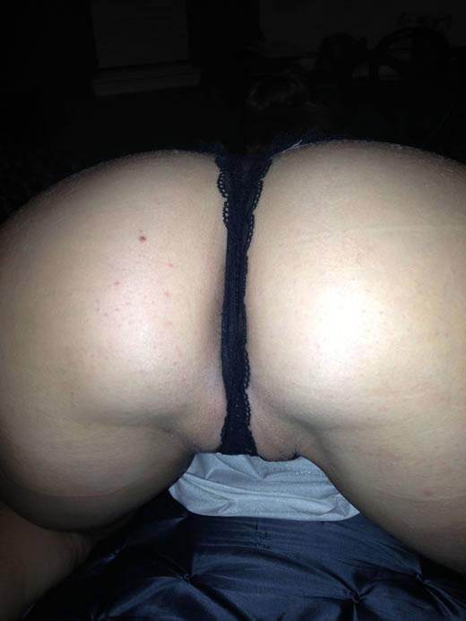 desnuda y cachonda en el hotel-11