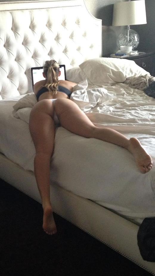 desnuda y cachonda en el hotel-16