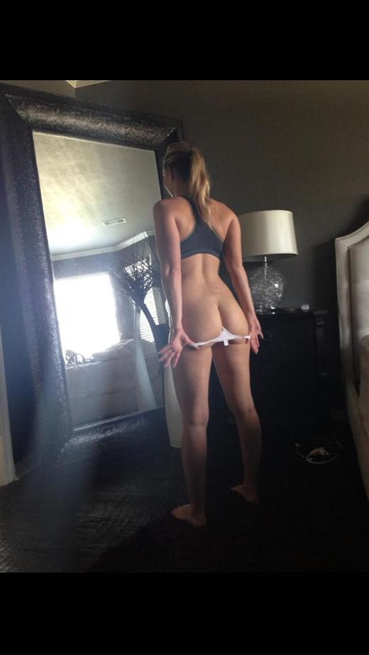 desnuda y cachonda en el hotel-19