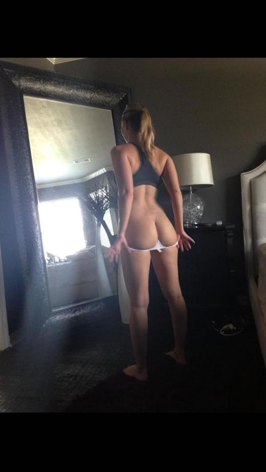 desnuda y cachonda en el hotel-20