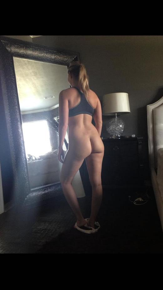 desnuda y cachonda en el hotel-24