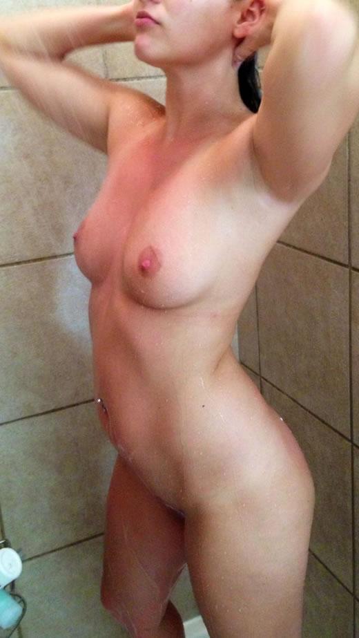 desnuda y cachonda en el hotel-37