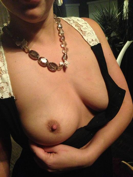 desnuda y cachonda en el hotel-7