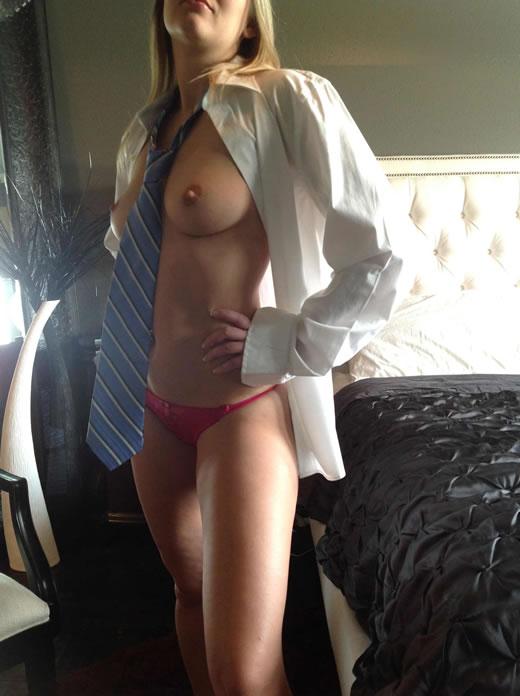 desnuda y cachonda en el hotel-80