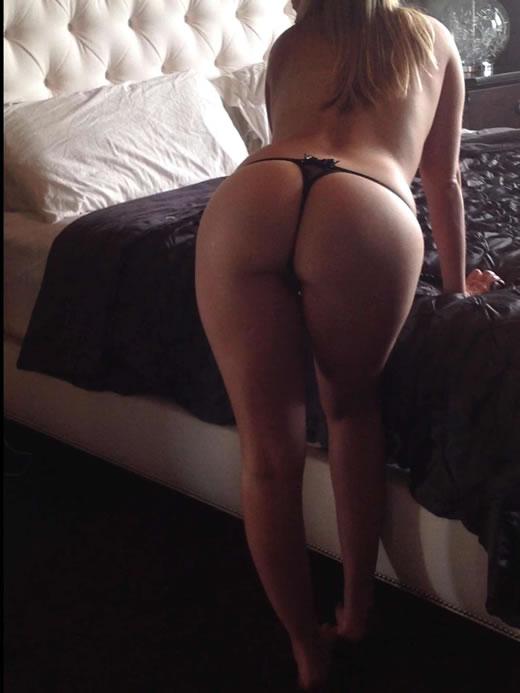 desnuda y cachonda en el hotel-81