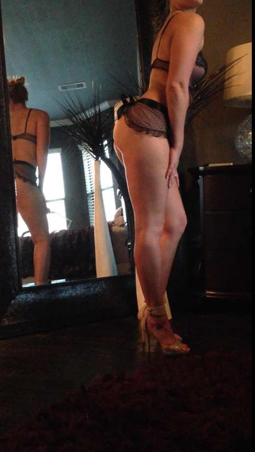 desnuda y cachonda en el hotel-89