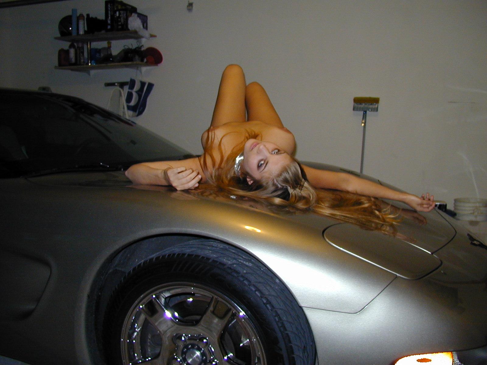 desnudita en el coche-12