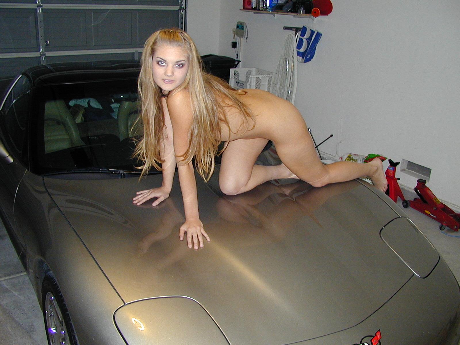 Coches sexy con chicas desnudas