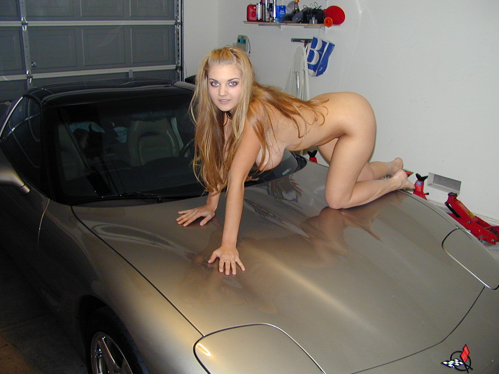 desnudita en el coche-5