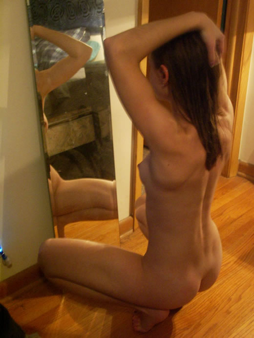 jovencita en su habitacion-14