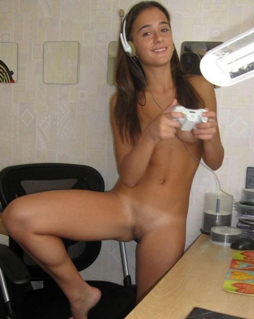 Ariel x se desnuda en su habitación de hotel 10