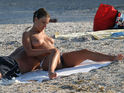 nudismo en la playa-22