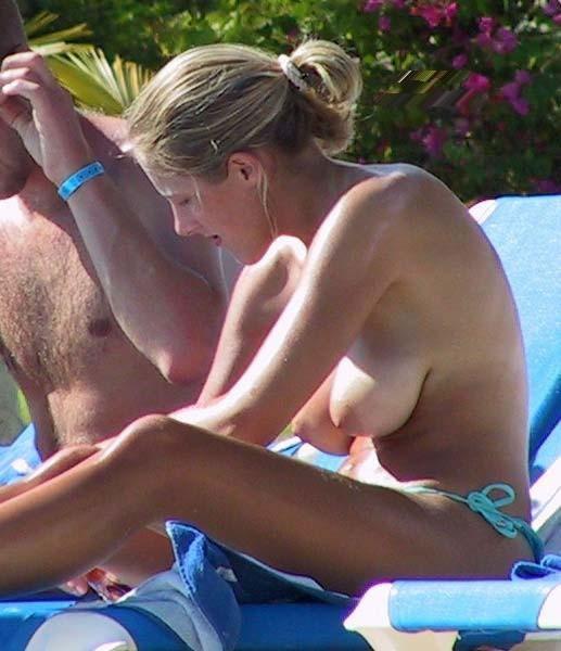 nudismo en la playa-25