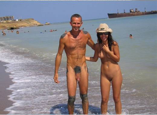 parejas pilladas en la playa-16