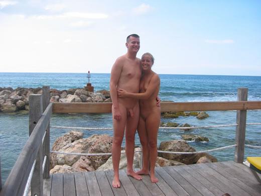 parejas nudistas-33
