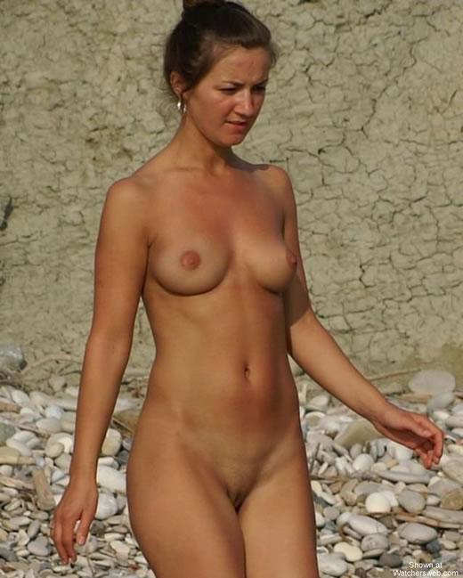Pilladas En La Playa Desnuda Images