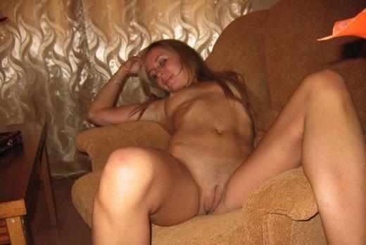 putita en el sofa-10