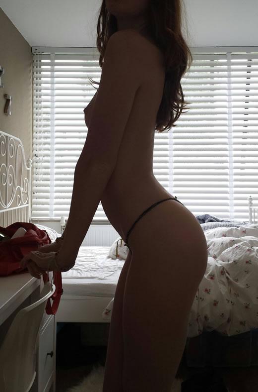 rubia hermosa desnuda-55
