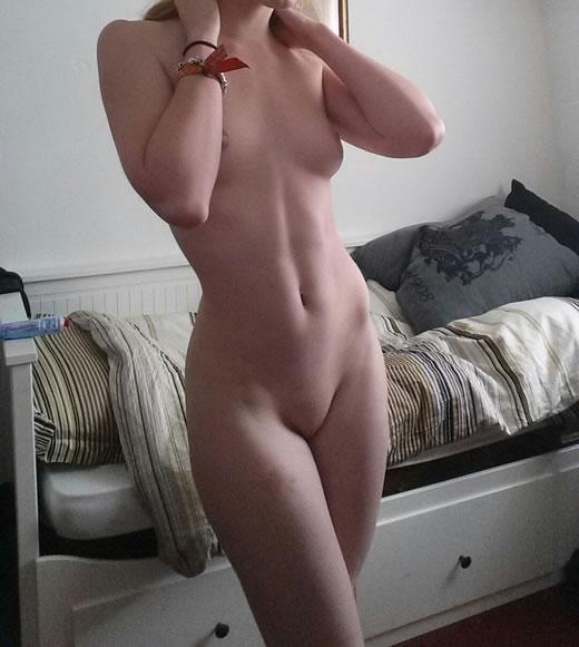 rubia hermosa desnuda-62