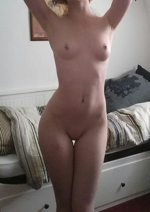 rubia hermosa desnuda-63