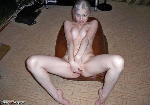 rubia posando para su nuevo novio-3