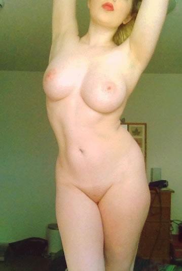rubia sabe mostrar su cuerpo-17