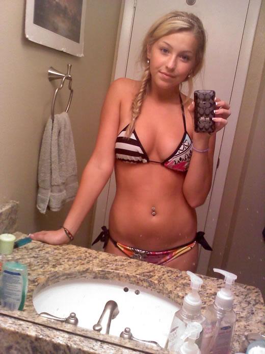 rubiaza jovencita desnuda en el baño-6