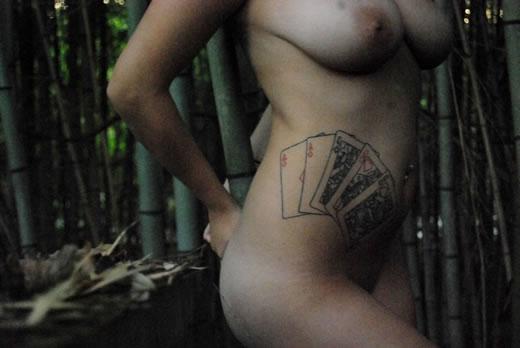 tetona asiatica tatuada-38