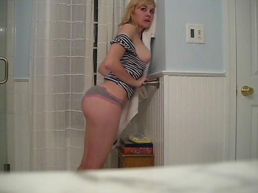 tetona follando en el baño-7