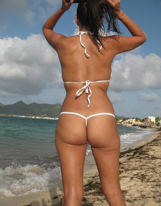 Madura casera con un bikini de infarto
