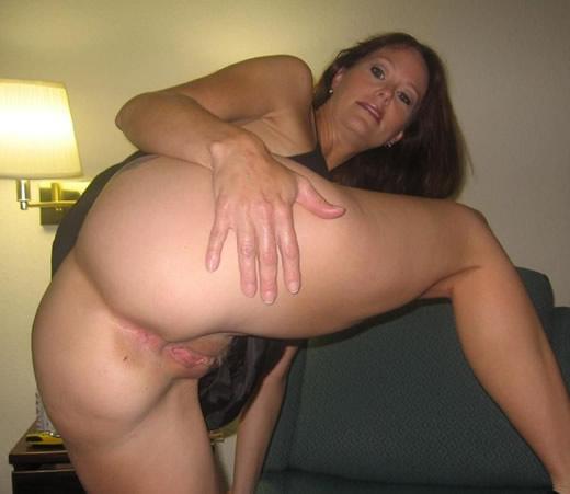 Mi suegra pillada mostrando el coño