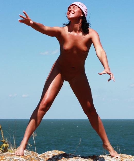 Rubia cachonda en la playa acaba de follar 2