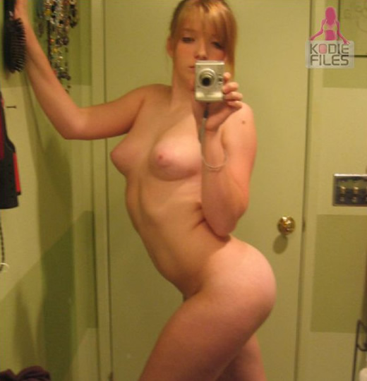 Фото девушки снимают себя голыми