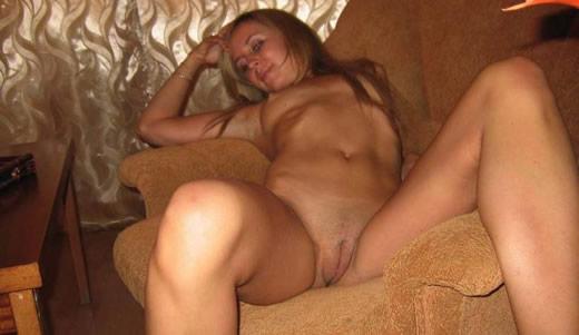 putita en el sofa