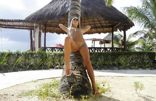 desnuda en el caribe