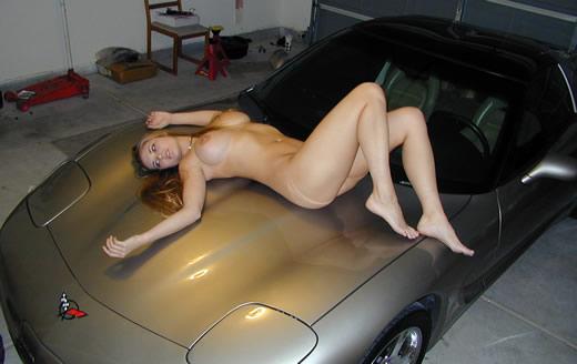 desnudita en el coche