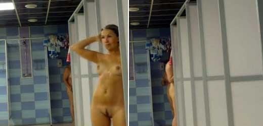 pilladas desnudas en la ducha